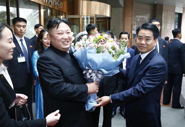Chủ tịch Kim Jong-un vẫy tay chào Việt Nam, lên tàu về nước - 27