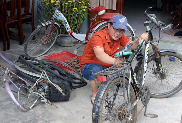 """Thầy giáo """"giữ chân"""" học trò bằng những chiếc xe đạp cũ - 2"""