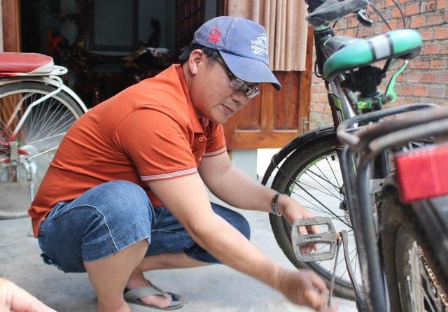 """Thầy giáo """"giữ chân"""" học trò bằng những chiếc xe đạp cũ - 3"""
