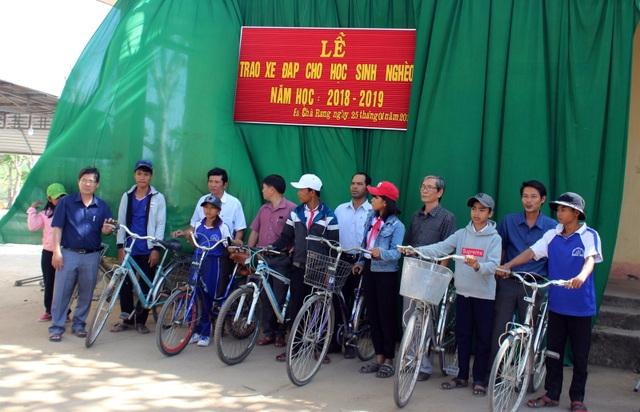 """Thầy giáo """"giữ chân"""" học trò bằng những chiếc xe đạp cũ - 5"""