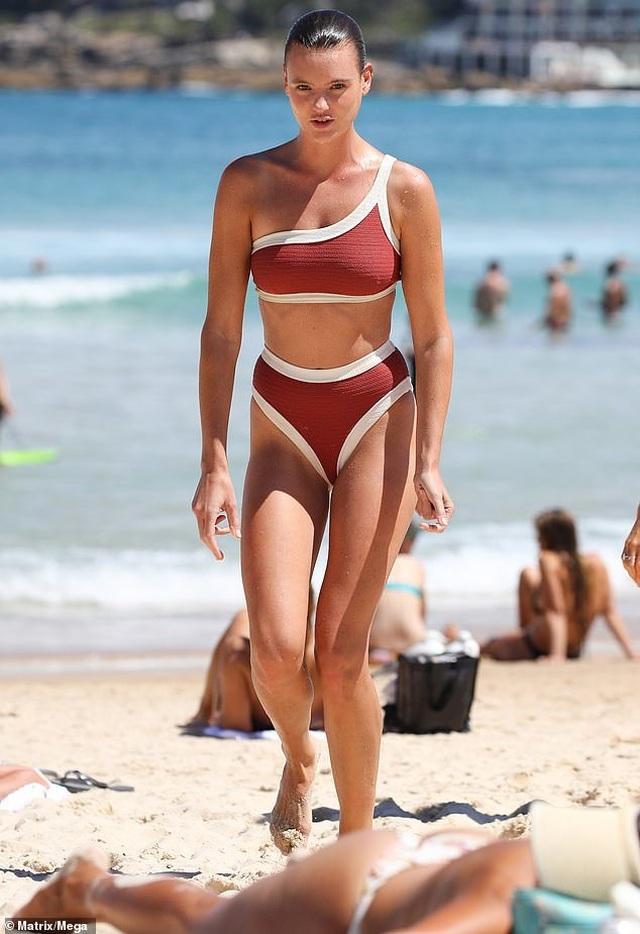 Montana Cox quyến rũ với bikini - 1