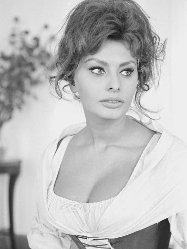 Sophia Loren bất ngờ tái xuất - 10
