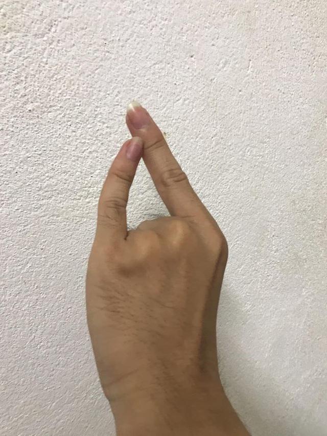 Trào lưu The Flash Challenge thử thách độ dẻo ngón tay gây sốt mạng - 2