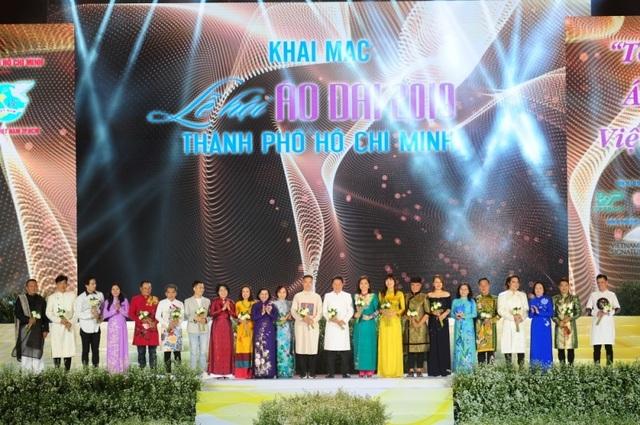 Nhiều thiết kế áo dài đặc sắc trong đêm khai mạc lễ hội áo dài 2019 - 2