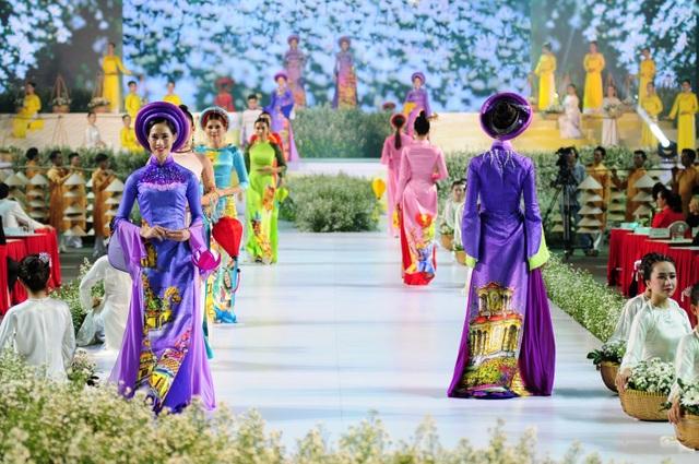 Nhiều thiết kế áo dài đặc sắc trong đêm khai mạc lễ hội áo dài 2019 - 4