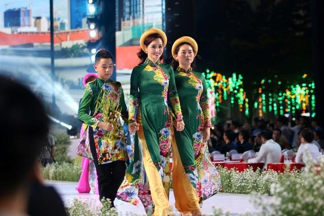 Nhiều thiết kế áo dài đặc sắc trong đêm khai mạc lễ hội áo dài 2019 - 5