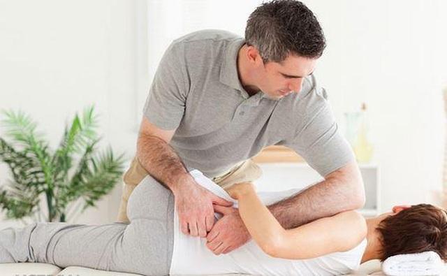 Bị đau lưng lan xuống mông là do đâu? - 1