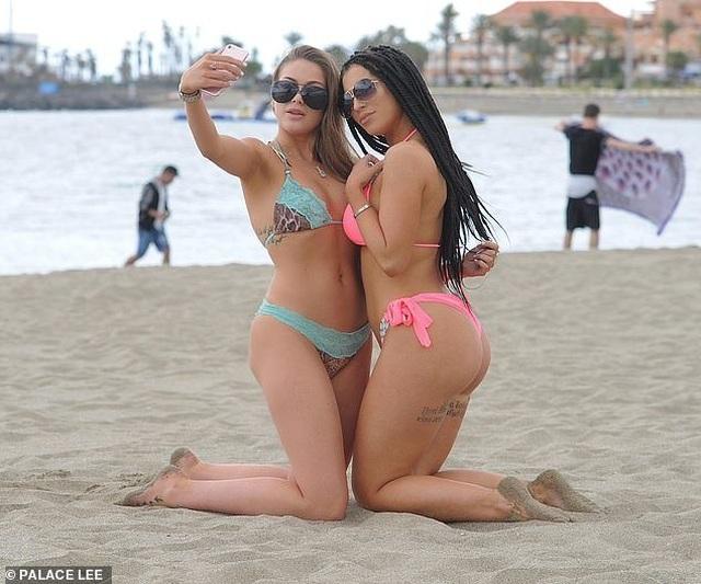 Katie Salmon bốc lửa với bikini hồng - 8