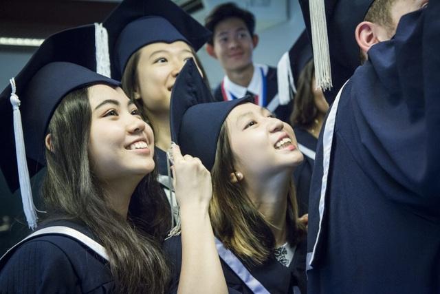 UNIS Hanoi_Scholar Nguyen Vu Linh at Graduation Ceremony.JPG