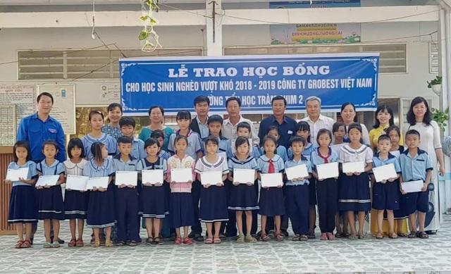 Grobest Việt Nam trao 100 suất học bổng đến học sinh nghèo ở Đồng Tháp - 1