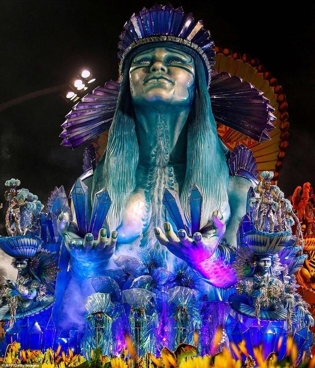 """Vẻ đẹp khỏe khoắn """"bốc lửa"""" của những vũ nữ Brazil - Ảnh minh hoạ 5"""
