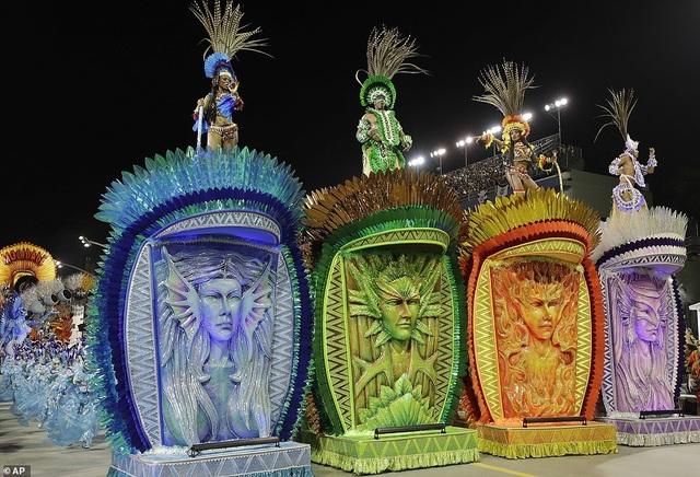 """Vẻ đẹp khỏe khoắn """"bốc lửa"""" của những vũ nữ Brazil - Ảnh minh hoạ 2"""