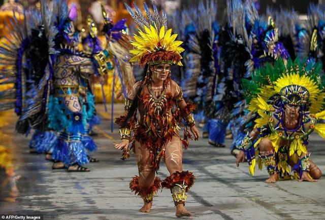 """Vẻ đẹp khỏe khoắn """"bốc lửa"""" của những vũ nữ Brazil - Ảnh minh hoạ 20"""