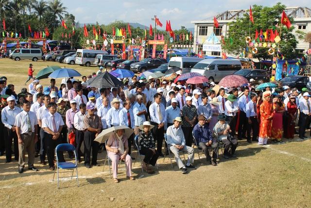 Hàng ngàn người tham gia Lễ Tưởng niệm 132 năm Ngày mất danh nhân lịch sử Lê Thành Phương - 2