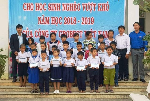 Grobest Việt Nam trao 100 suất học bổng đến học sinh nghèo ở Đồng Tháp - 2
