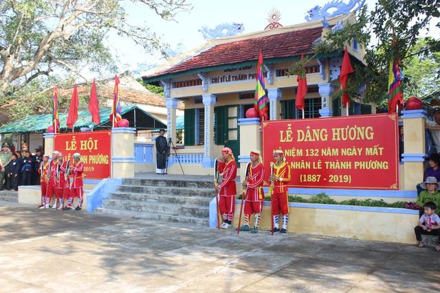 Hàng ngàn người tham gia Lễ Tưởng niệm 132 năm Ngày mất danh nhân lịch sử Lê Thành Phương - 1