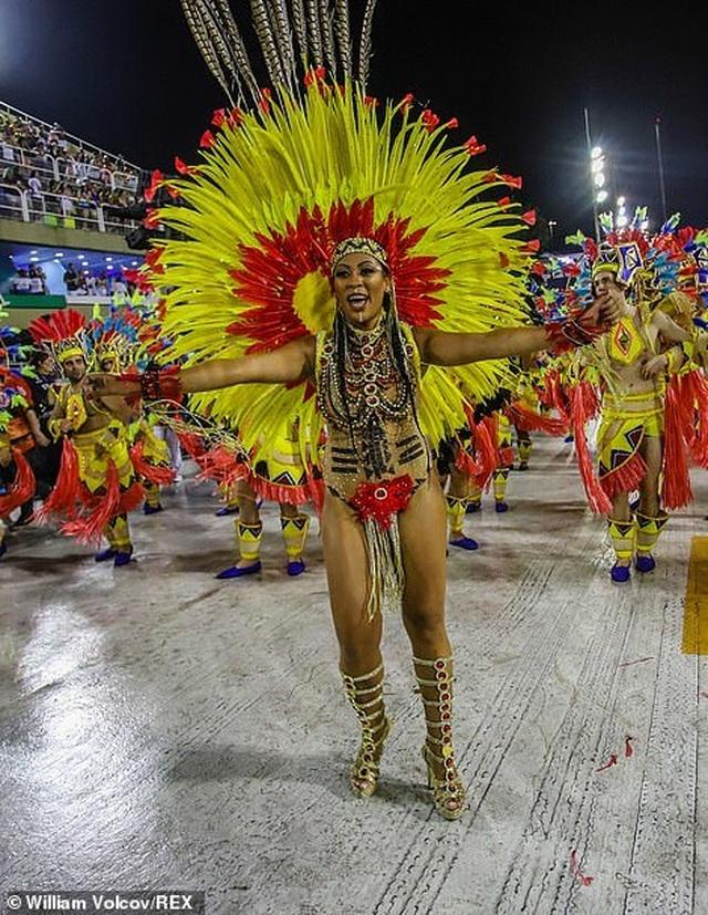"""Vẻ đẹp khỏe khoắn """"bốc lửa"""" của những vũ nữ Brazil - Ảnh minh hoạ 25"""