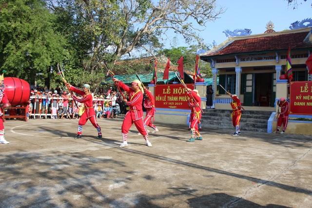 Hàng ngàn người tham gia Lễ Tưởng niệm 132 năm Ngày mất danh nhân lịch sử Lê Thành Phương - 4