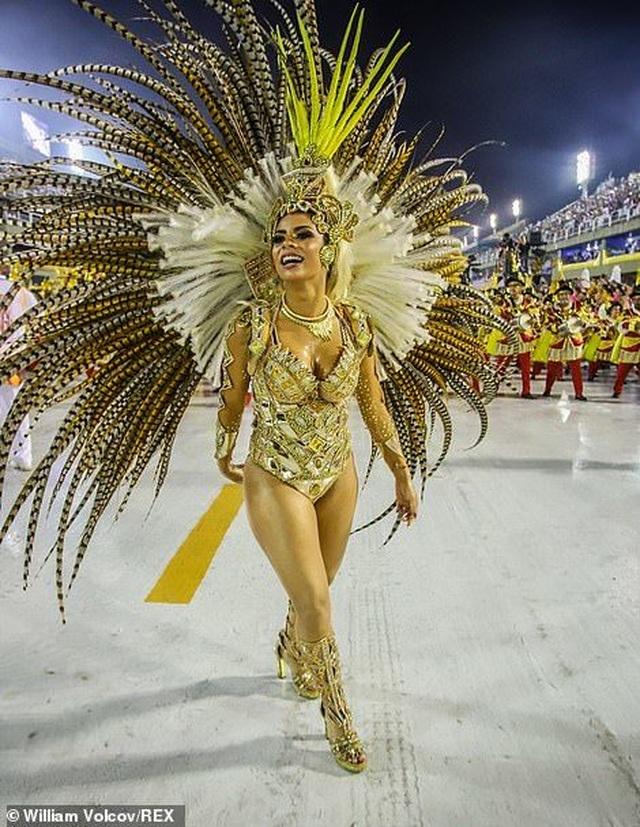 """Vẻ đẹp khỏe khoắn """"bốc lửa"""" của những vũ nữ Brazil - Ảnh minh hoạ 26"""