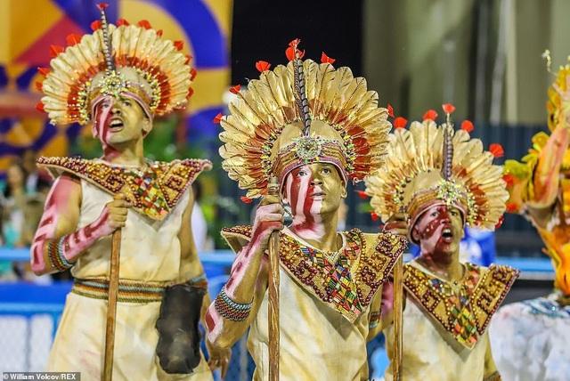 """Vẻ đẹp khỏe khoắn """"bốc lửa"""" của những vũ nữ Brazil - Ảnh minh hoạ 22"""