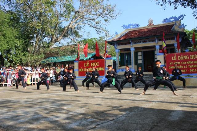 Hàng ngàn người tham gia Lễ Tưởng niệm 132 năm Ngày mất danh nhân lịch sử Lê Thành Phương - 5