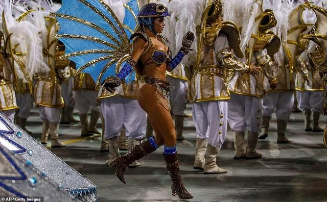 """Vẻ đẹp khỏe khoắn """"bốc lửa"""" của những vũ nữ Brazil - Ảnh minh hoạ 18"""