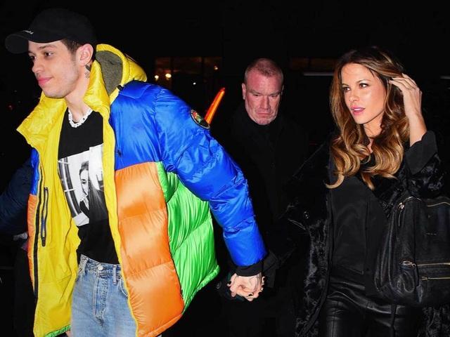 Kate Beckinsale nắm tay bạn trai kém 20 tuổi ra phố  - 7