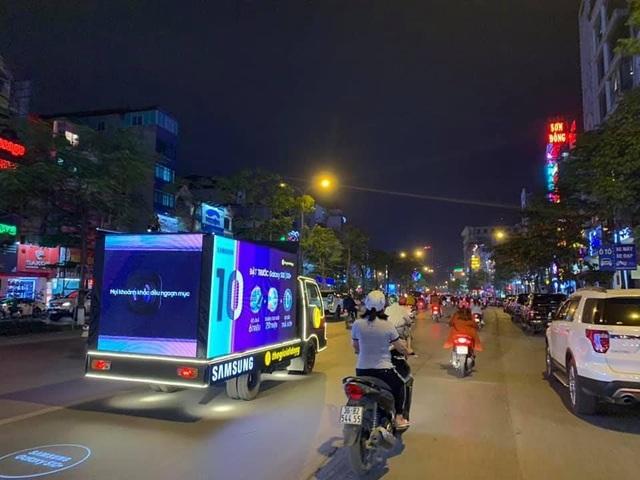 Thế Giới Di Động độ xe, chở Galaxy S10/S10+ diễu phố khắp Sài Gòn, Hà Nội - 2