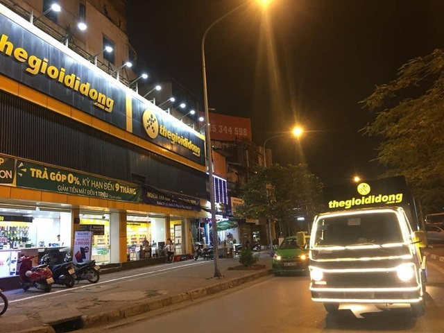 Thế Giới Di Động độ xe, chở Galaxy S10/S10+ diễu phố khắp Sài Gòn, Hà Nội - 4