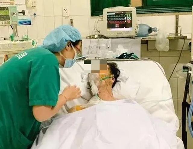 Đang tham quan Hà Nội, nam du khách người Nhật đột ngột mất ý thức, hôn mê - 1