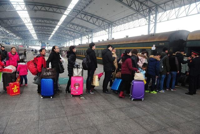 Hàng chục triệu khách Trung Quốc bị cấm mua vé máy bay, tàu hỏa - 1