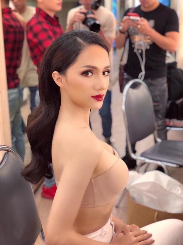 Hương Giang khoe ngực đầy, Tóc Tiên diện bikini nóng bỏng - 2