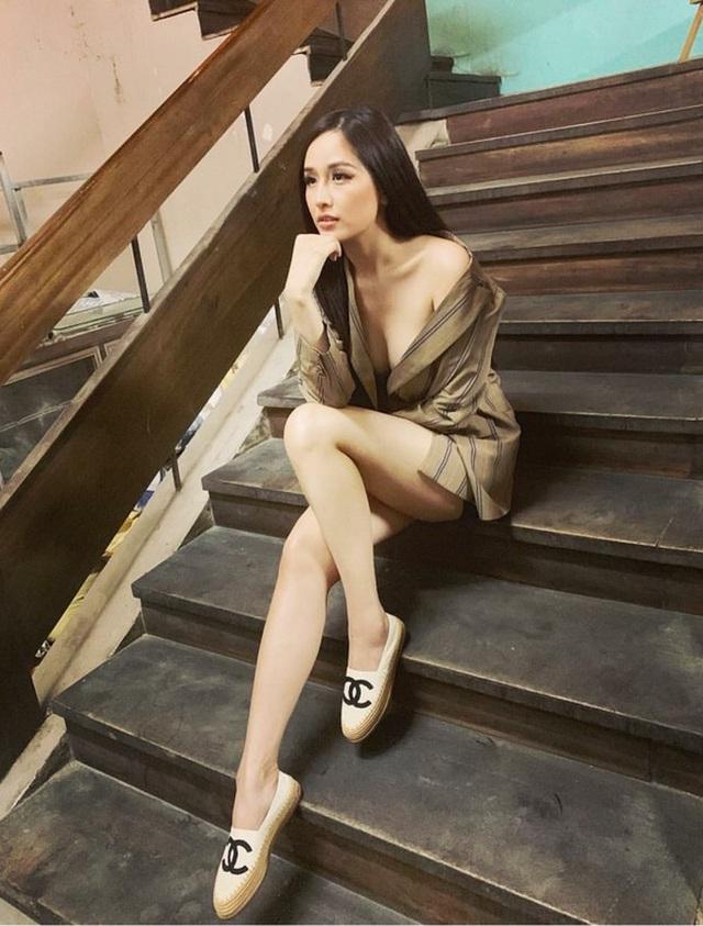 Hương Giang khoe ngực đầy, Tóc Tiên diện bikini nóng bỏng - 4