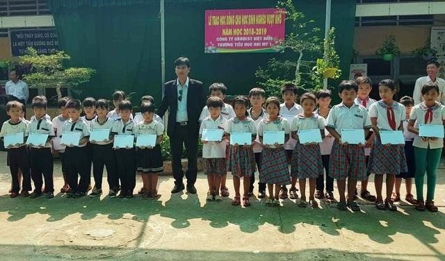 Grobest Việt Nam trao 100 suất học bổng đến học sinh nghèo ở Đồng Tháp - 5