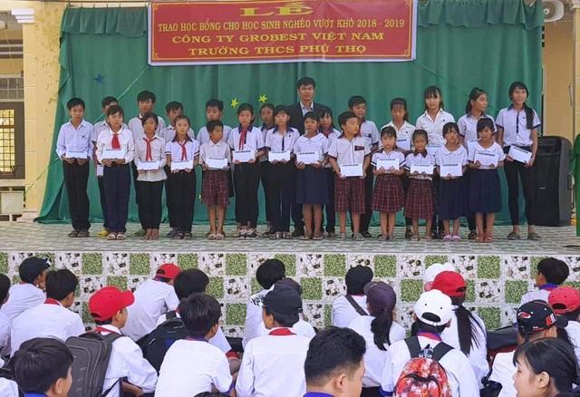 Grobest Việt Nam trao 100 suất học bổng đến học sinh nghèo ở Đồng Tháp - 3