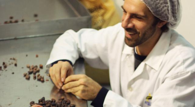 Có gì trong thanh socola đen nguyên chất đắt nhất thế giới? - 6