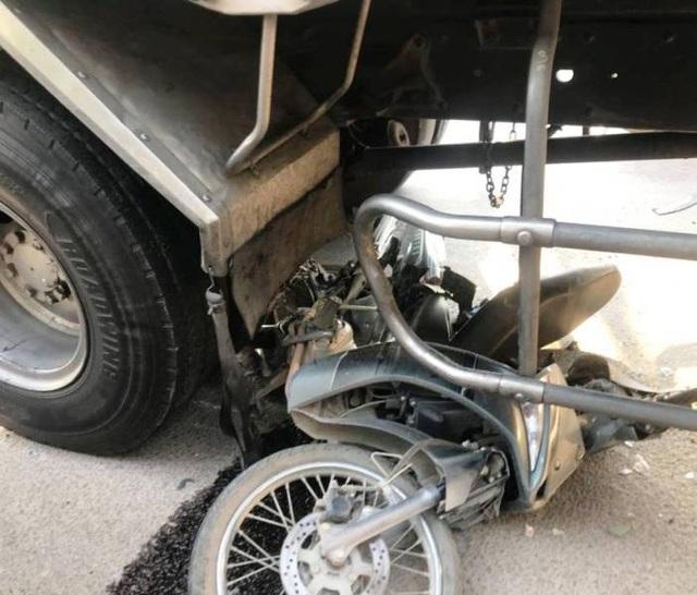 Xe tải gây nạn liên hoàn, 3 người nhập viện - 3
