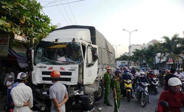 Xe tải gây nạn liên hoàn, 3 người nhập viện - 4