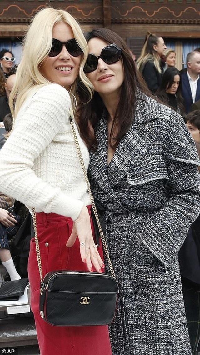 Kristen Stewart nổi bật trong show của Chanel, người mẫu rơi lệ trên sàn catwalk  - 9