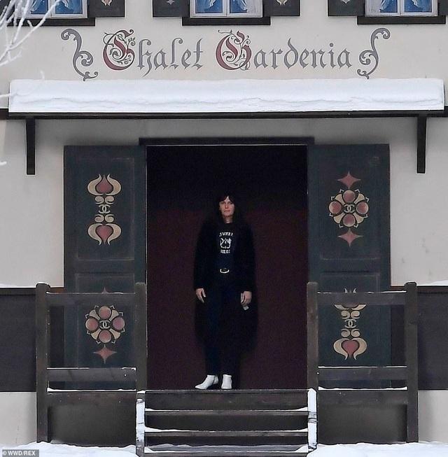 Kristen Stewart nổi bật trong show của Chanel, người mẫu rơi lệ trên sàn catwalk  - 12