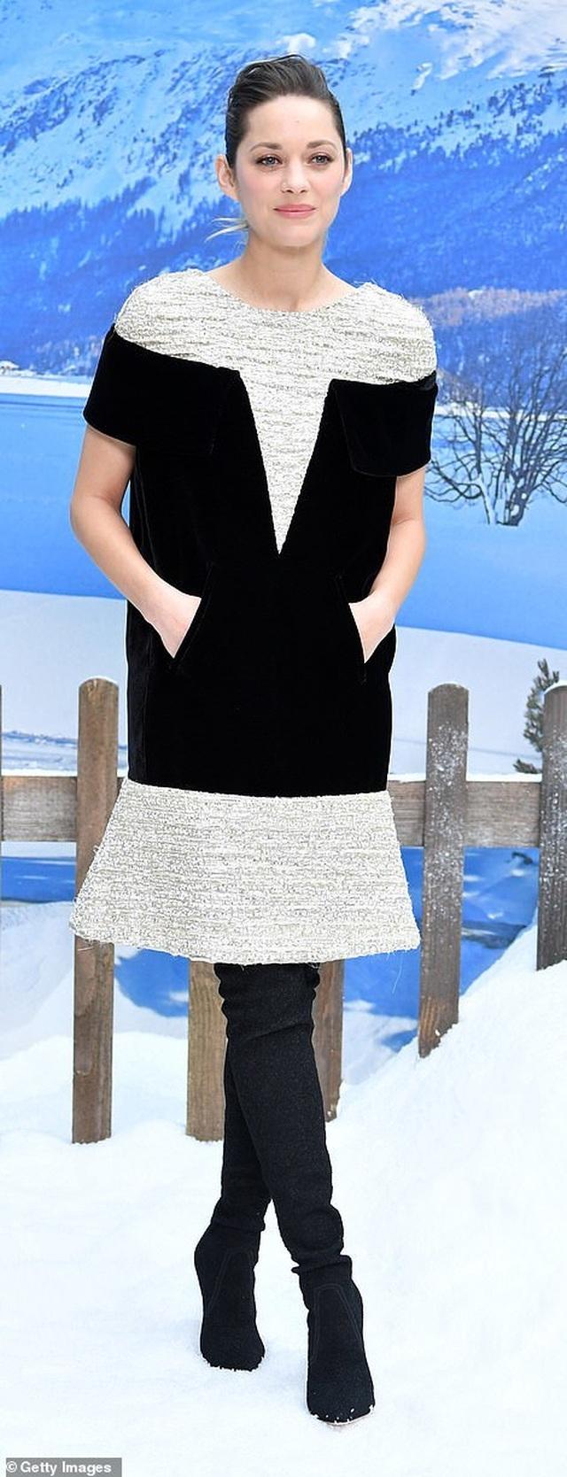 Kristen Stewart nổi bật trong show của Chanel, người mẫu rơi lệ trên sàn catwalk  - 15