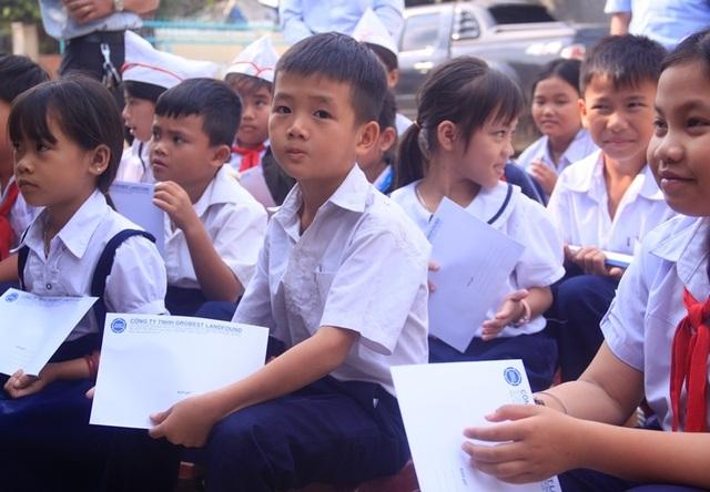 Học bổng Grobest Việt Nam đến với học sinh nghèo hiếu học tỉnh Bình Định - 6