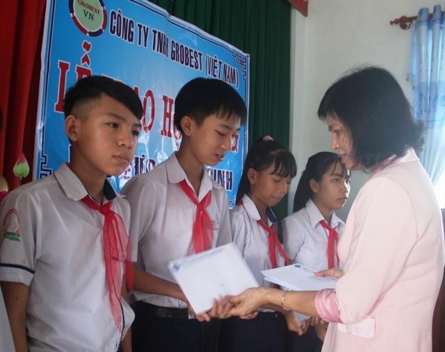 Học bổng Grobest Việt Nam đến với học sinh nghèo hiếu học tỉnh Bình Định - 5
