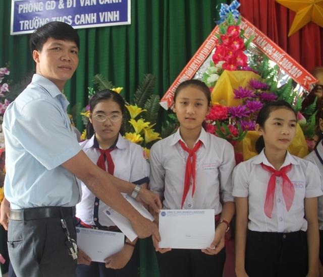 Học bổng Grobest Việt Nam đến với học sinh nghèo hiếu học tỉnh Bình Định - 1