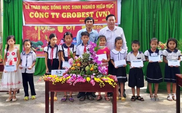 Grobest Việt Nam trao 60 suất học bổng đến học sinh nghèo ở Kiên Giang - 1