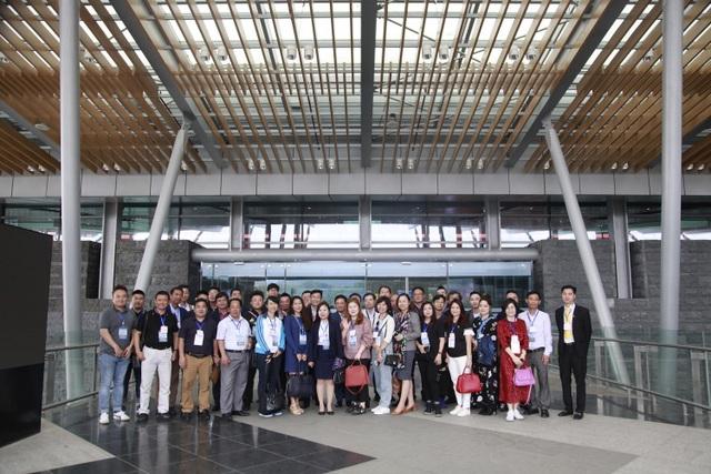 Đại diện các hãng hàng không và công ty lữ hành khảo sát sân bay Vân Đồn (2).JPG