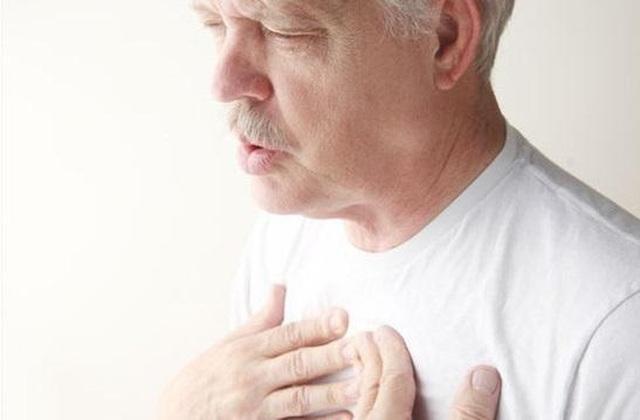 Khó thở, hụt hơi – Triệu chứng suy thận mà nhiều người không biết! - 1