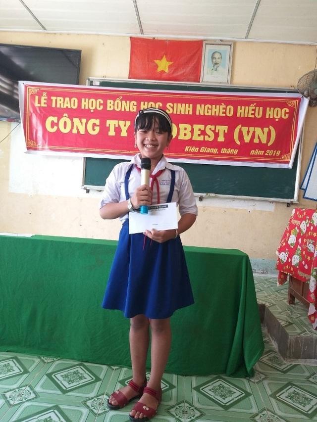 Grobest Việt Nam trao 60 suất học bổng đến học sinh nghèo ở Kiên Giang - 3