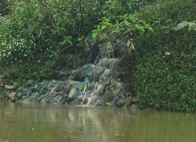 Nghệ An: Người dân ngộp thở, sông bị bức tử bởi xưởng sản xuất hạt nhựa tái chế - 3