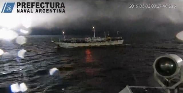 Tàu Argentina nổ súng, rượt đuổi tàu cá Trung Quốc - 1